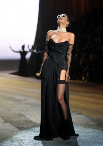 15070716 Victorias Secret Fashion Show 2012: Justin Bieber, Rihanna serenade the underwear