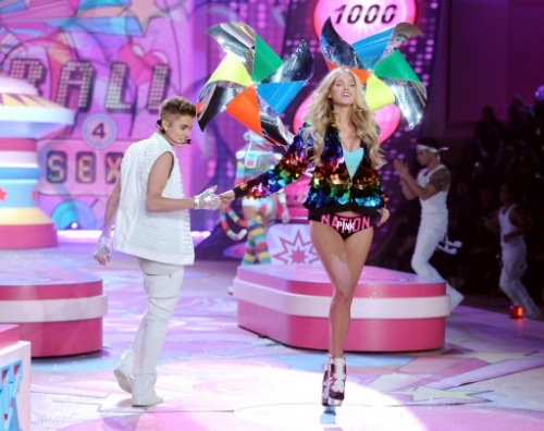 15070825 Victorias Secret Fashion Show 2012: Justin Bieber, Rihanna serenade the underwear