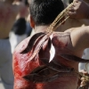 thumbs 15205031 Men whip themselves with knives at the Ashoura commemoration in Kabul (photos)