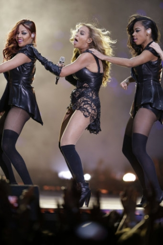 15701852 Beyonce Knowles Super Bowl derp and Mr Microphone show in photos