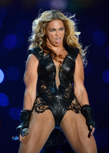 cm 49069 0511401df6cb52 Beyonce Knowles Super Bowl derp and Mr Microphone show in photos