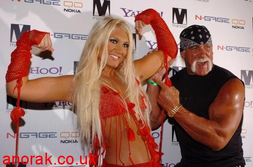 2073432 Hulk Hogan Poses With Photo Of His Nude Daughter In A Cage, Which Is Perfectly Normal Behaviour
