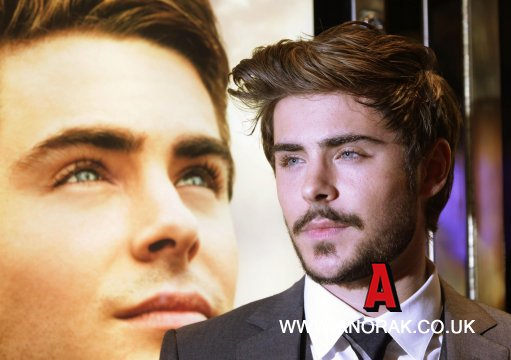 9476798 Zac Efron Works The Reverse Tootsie Look At The Charlie St Cloud Premiere (Photos)