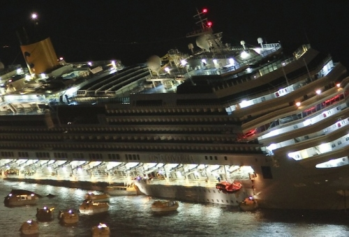 costa concordia sinks 2 Costa Concordia: Francesco Schettino, Dimitri Christidis and Silvia Coronia fell into a lifeboat