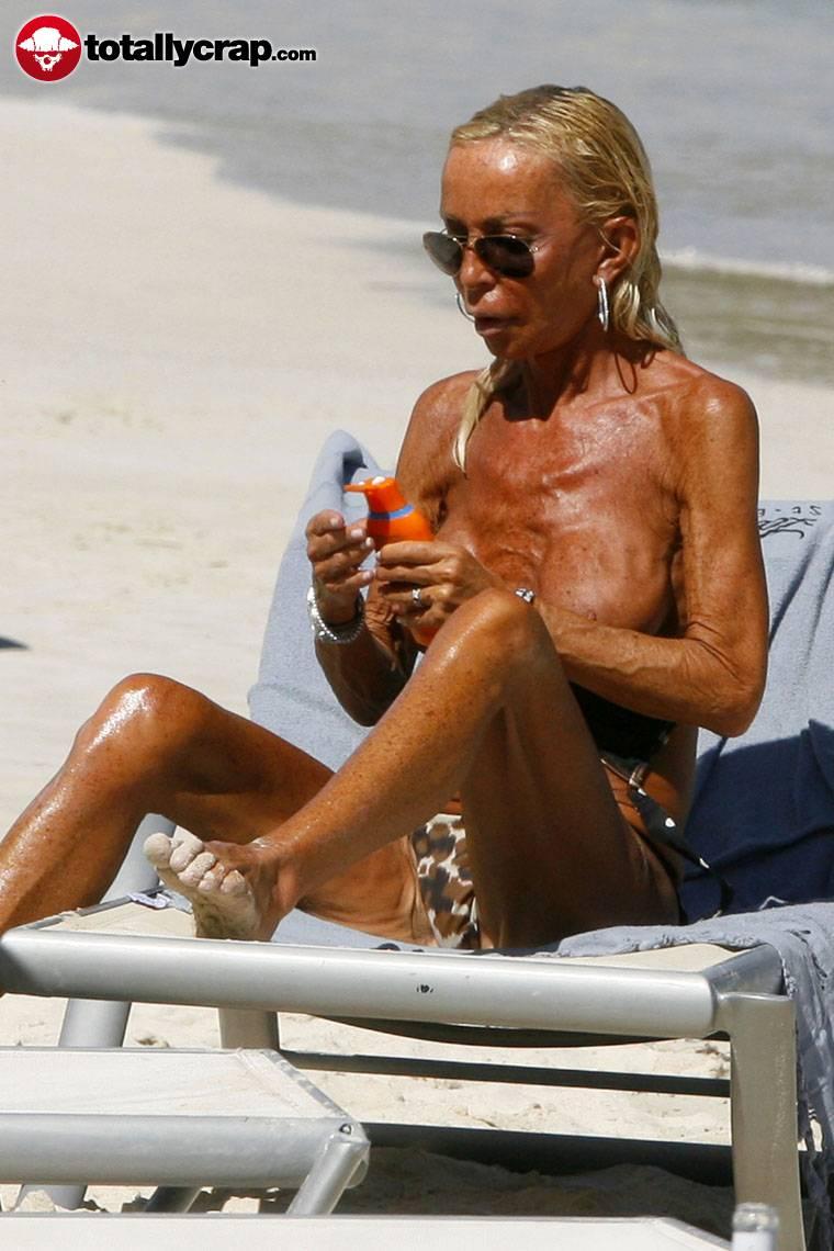 topless Donatella versace