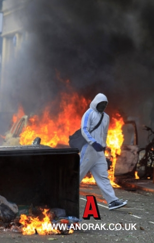 11360691 Reasons Why The London Riots Happened: From Mark Duggan To Blackberry An Arab Spring And Polar Bears