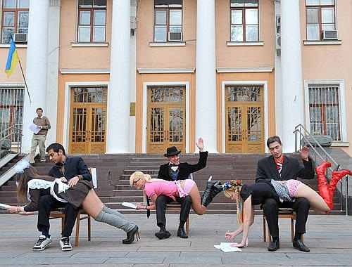 ukraine protest femen Topless Protest Group Targets Iran: Femen Photos
