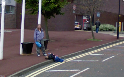 sidewalk kid 500x312 The Nine Eyes of Google Street View   photos of human nature