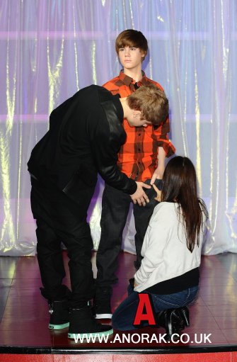 justin bieber waxwork. Justin Bieber and his mum