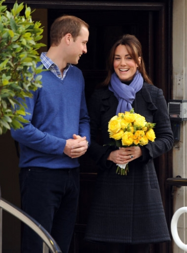 15321338 Why did Kate Middleton pose for these photos outside hospital?