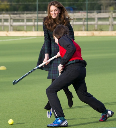 15267793 Kate Middleton visits St Andrews School in Pangbourne, Berkshire (19 photos)