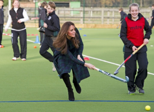 15267819 Kate Middleton visits St Andrews School in Pangbourne, Berkshire (19 photos)