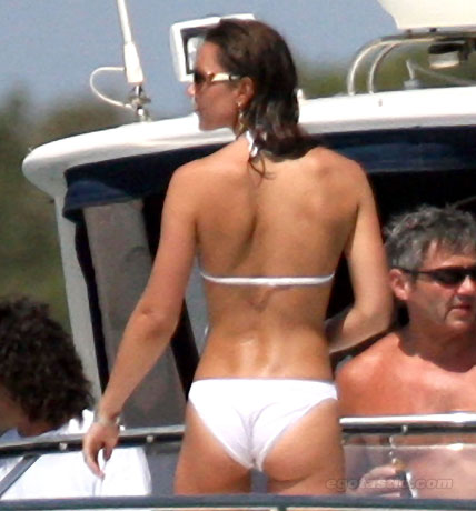 kate middleton bikini Pregnant Kate Middleton shows off her bikini curves on holiday in Mustique: the fury!