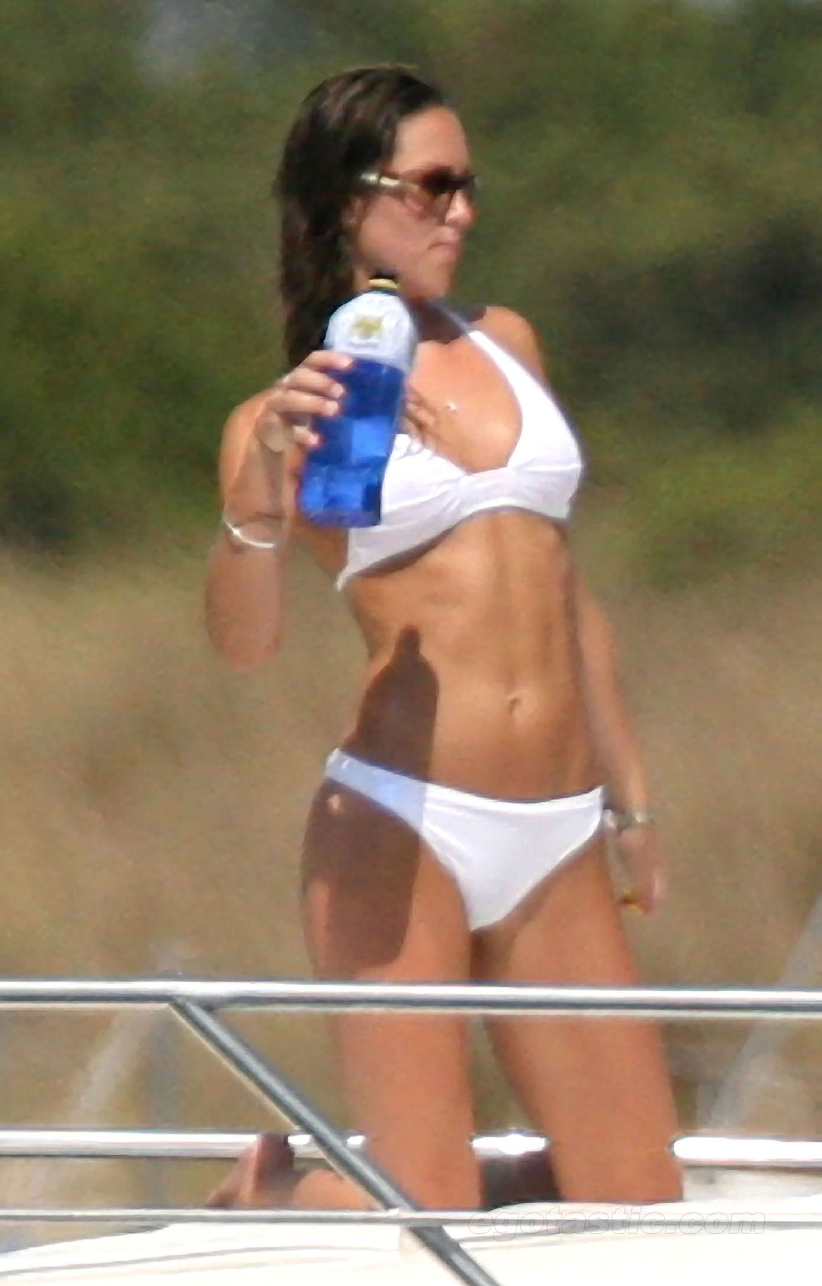 kate middleton bikini 0 Pregnant Kate Middleton shows off her bikini curves on holiday in Mustique: the fury!