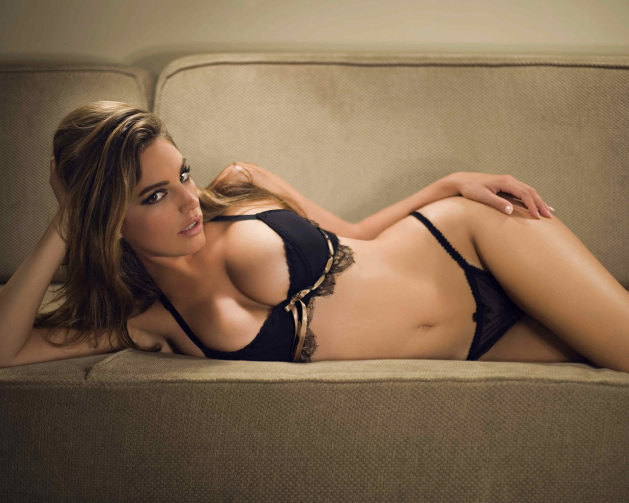 http://www.anorak.co.uk/wp-content/gallery/kelly-brook-nsfw/kelly-brook.jpg