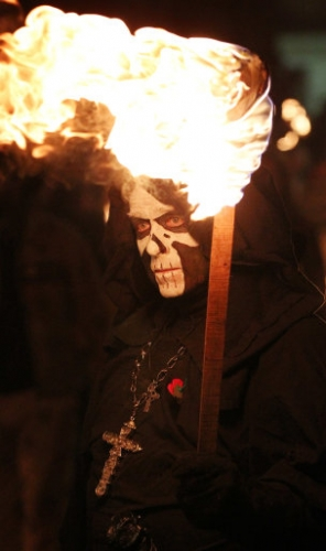 15052067 The Lewes Bonfire Society marches at dusk (photos)