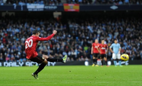 15341457 Robin Van Persie wins: Manchester United beat Manchester City in photos