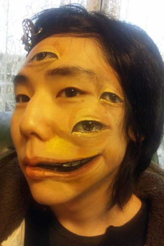 monos2 Monos is a tumblr of disturbing make up