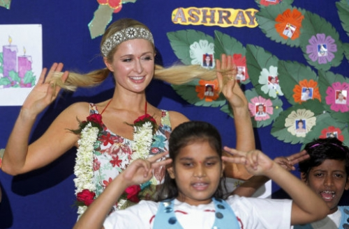 15297850 Paris Hiltons third eye winks in India (photos and video)
