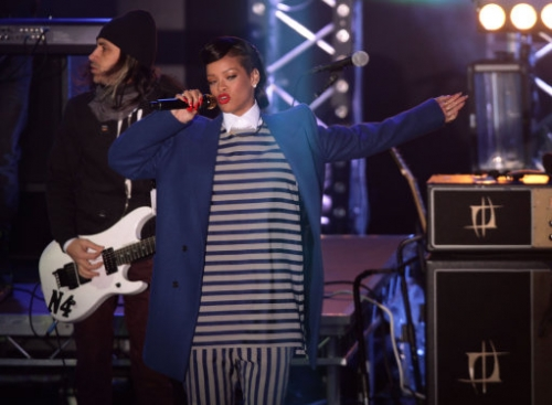 15172539 Rihanna turns on Westfield Stratfords Christmas lights   in photos