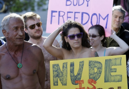15158993 San Francisco bans public nudity for over 5s (photos)