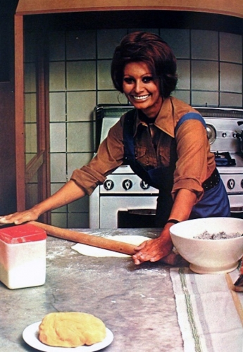 sophia loren 3 1971: Sophia Loren says Eat With Me (and my giant wooden cutlery ears)