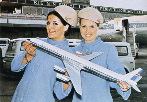 q3 The sexist, saucy stewardesses of the 1960s and 1970s (photos)