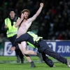 thumbs 2469562 Kiwi rugby coach Ruben Wiki tackles half time streaker (epic photo)