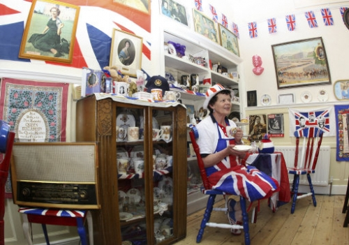 13607418 Diamond Jubilee: Stanhope cafe become Queen Elizabeth shrine