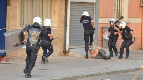 tumblr mnqi24txrn1stm88lo4 1280 Taksim Square protest: photos of horrendous Turkish police brutality
