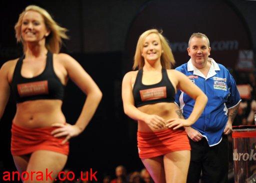 pdc ladbrokes dancers