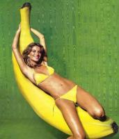 gisele_bundchen_playing_with_banana.jpg