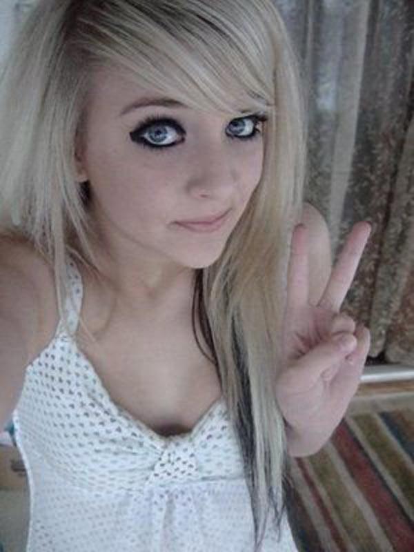 Эмо девушка блондинка 0 фотография