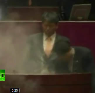korea tear gas South Korean MP Uses Tear Gas In Parliament, Which Is Just Brilliant!