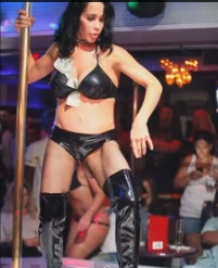 nady suleman stripper 1 Nadya Sulemans strip show photos   Octomum gets covered in cash