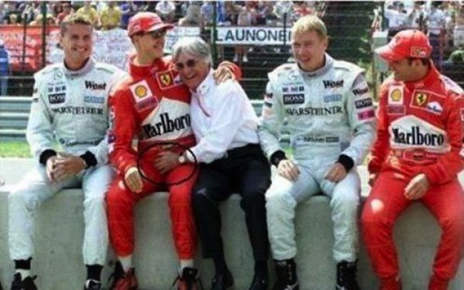Snapshot: Bernie Ecclestone and Michael Schumacher are sitting on a wall