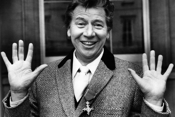  Daily Mail comes to rubbish Max Bygraves
