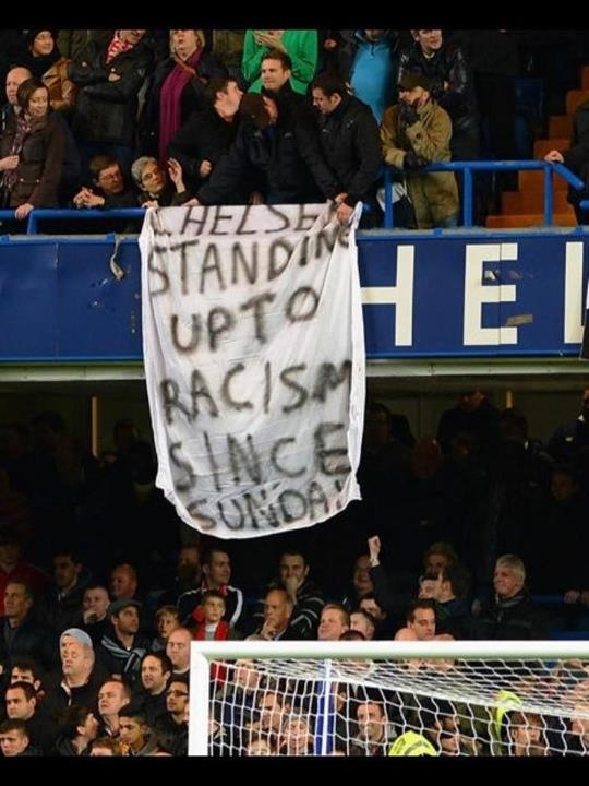 racism chelsea banner manchester united Chelsea   standing up to racism since Sunday (Manchester United fans unveil worlds best banner)