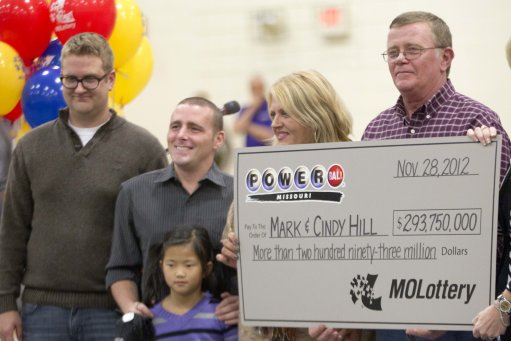 15269351 Powerball winners Cindy and Mark Hill collect $293,750,000.00 (photos)