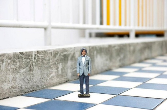 3d printing mini people 3 Worlds first 3 D printing booth creates small action figures of you