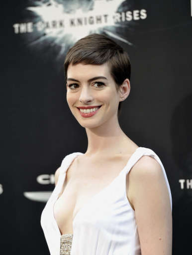 14047654 Walking eyelash Anne Hathaway says looking at her upskirt crotch is sad 