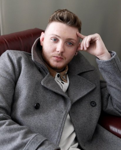 15350271 James Arthur smokes at the Lowry Hotel (photos)