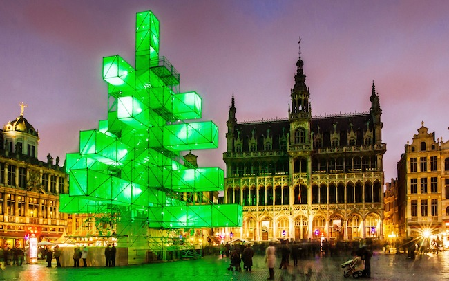 PA 15281341 1 Belgium unveils its anti Christian austerity Christmas Tree 