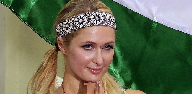 PA 15297870 Paris Hiltons third eye winks in India (photos and video)