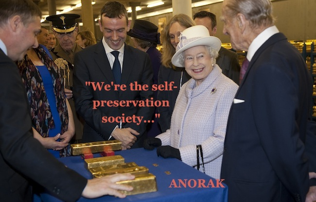 PA 153737261 In photos: The Queen tours Bank of England gold vaults