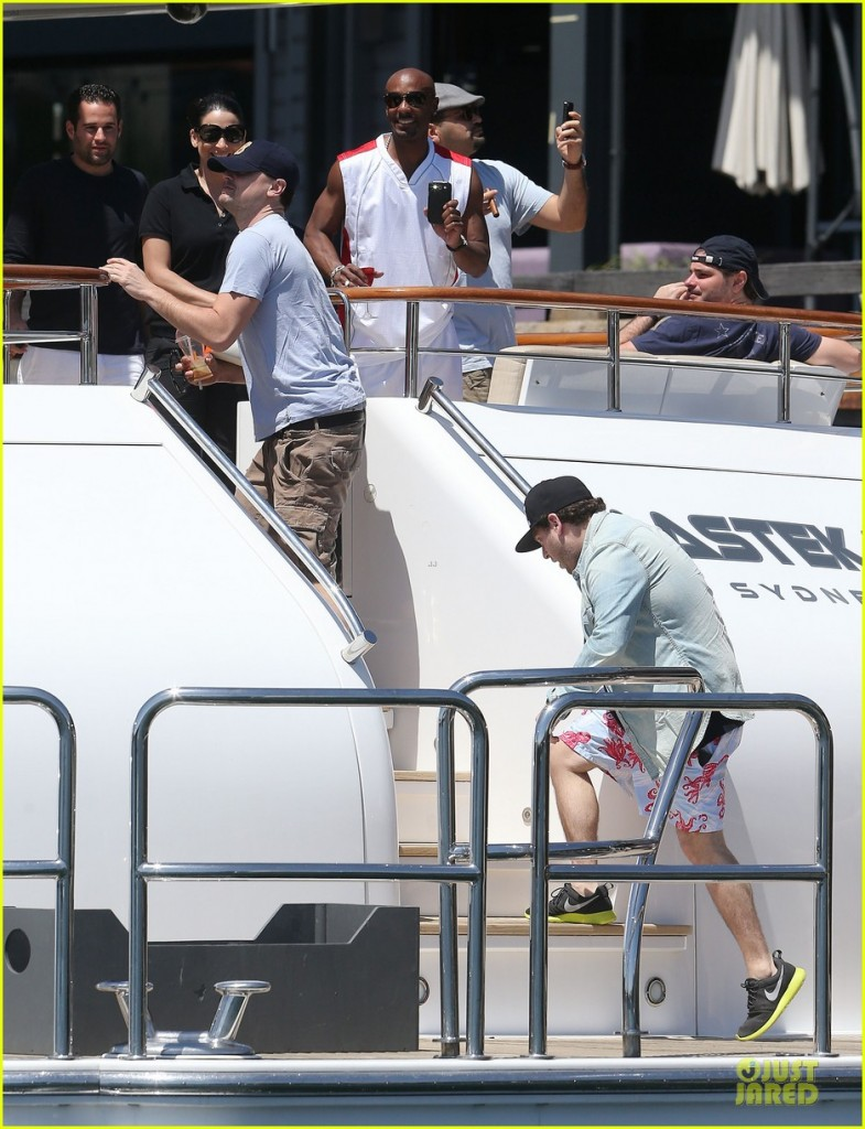 leonardo dicaprio boat 785x1024 Green shirt Leonardo DiCaprio uses up worlds oil and petrol as fast as possible