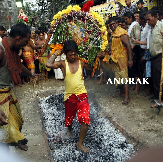 PA 15832366 Children walk on burning embers and get piercings at Myanmar Hindu Festival (photos)