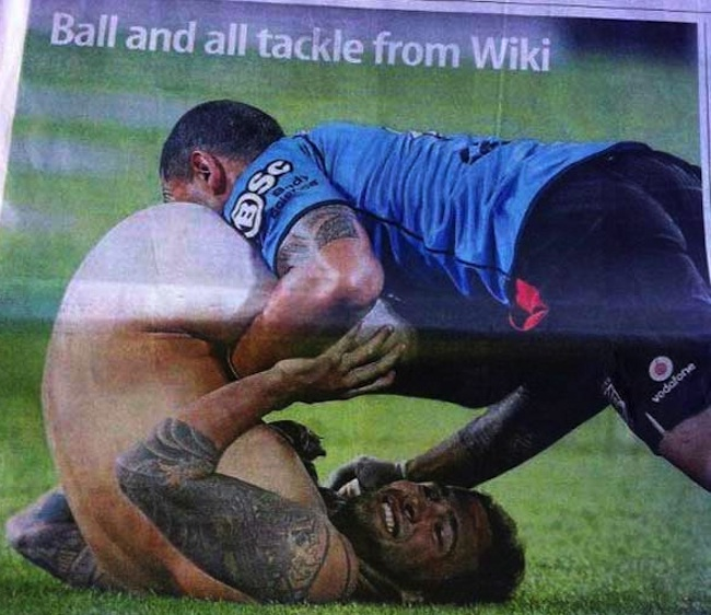ruben wiki streaker Kiwi rugby coach Ruben Wiki tackles half time streaker (epic photo)