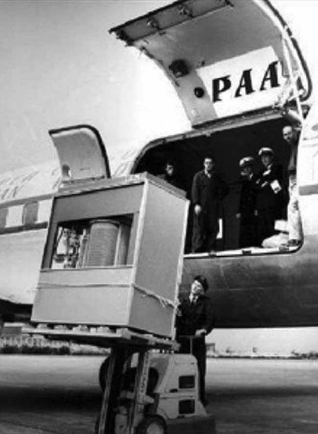 1956 hard disk drive 1956 Hard Disk Drive   loading IBMs storage unit on a PAA jet
