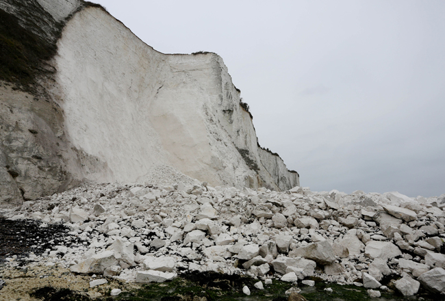 Dover cliff section collapses